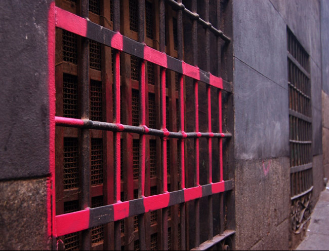 street art in Madrid, e1000, tags on grates, gates, vents, collabcubed