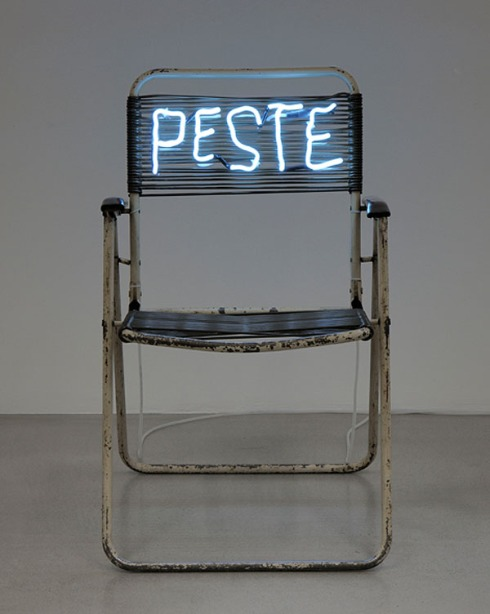 Light installation, neon, cool contemporary art, beach chair with neon, collabcubed