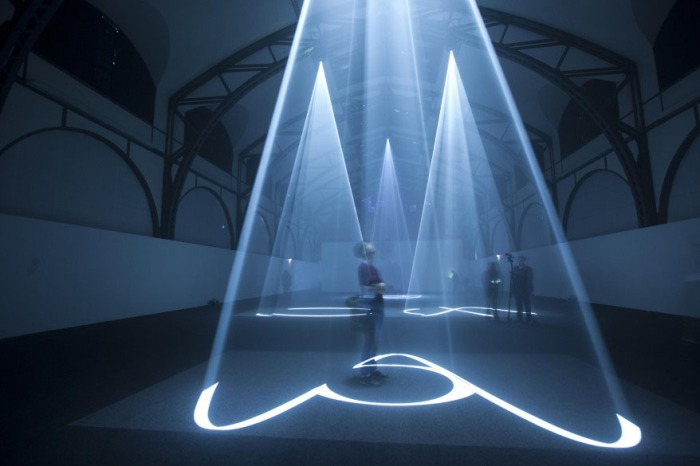 Light sculptures, cool installation, Berlin light exhibit installation, Anthony McCall, Hamburger Bahnof