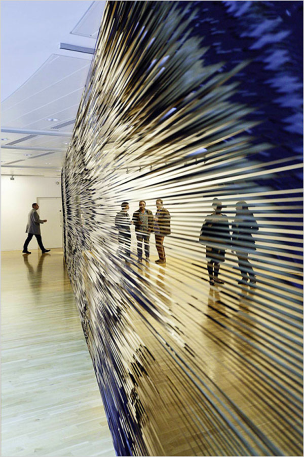 Videotape installations, monofilament sculptures, Robert Currie, cool contemporary art