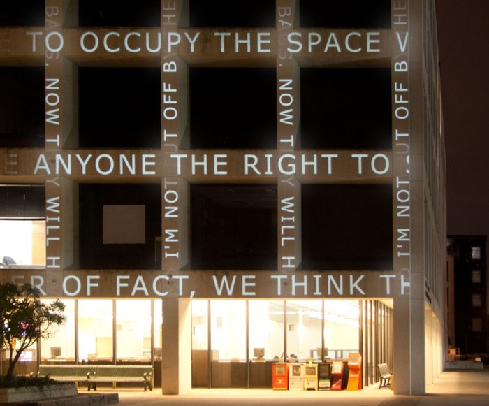 Projected newsfeed onto University of Texas Facade, Ben Rubin, Cool art installation, Walter Cronkite Plaza, Austin