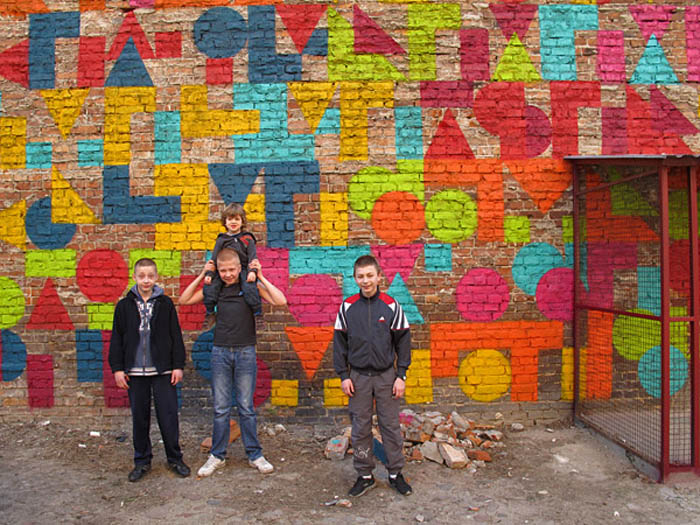 Social street art project in warsaw with French/Spanish artist Eltono, Otone, Vlepvnet, GPAS