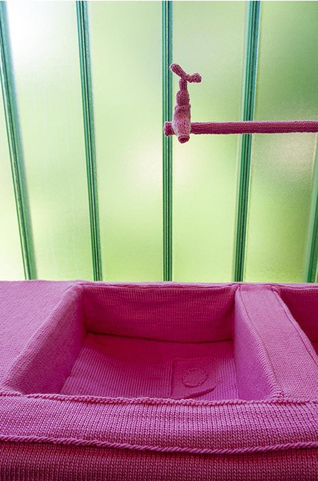 knitted sculptures, dutch contemporary art, kitchen sink made of wool, Desiree de Baar, Rotterdam
