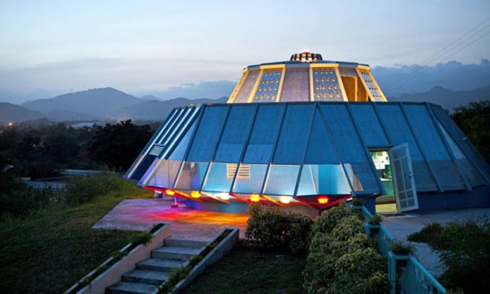 Roberto Sanchez Rivera designed house to look like a spaceship, UFO Home, Close Encounters in Puerto Rico