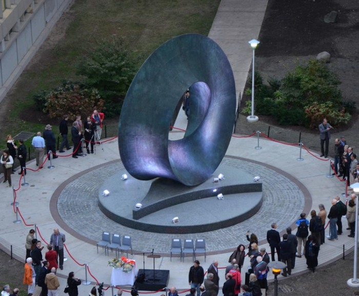 Cool Mathematical sculpture at Stony Brook University, Helaman Ferguson, Umbilic Torus