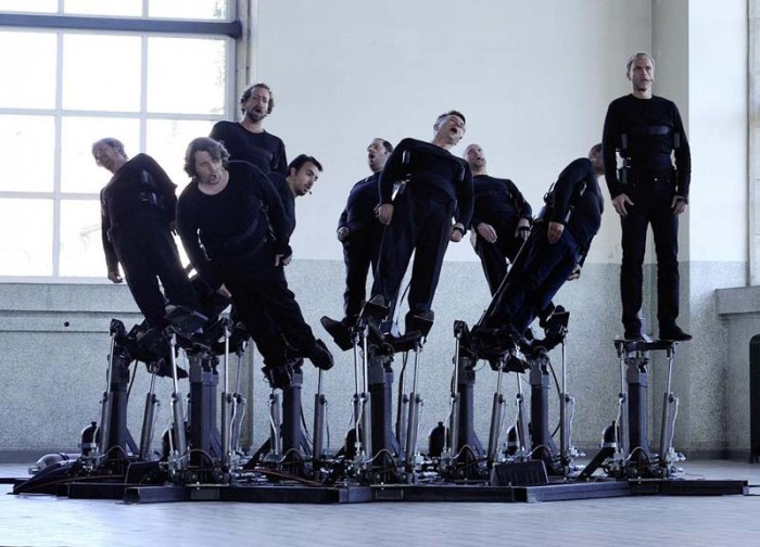 Human Pendulum, mechanical installation that moves singers as they sing, Pendulum Choir, Cod.Act