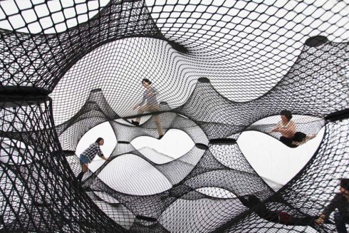 Numen/For Use, inflatable net blow-up in Yokohama, for play
