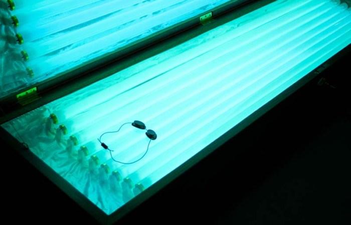 Coffin as sunbed, ending your life under the sun, Younes Baba-Ali, contemporary sculpture, Moroccan art, Belgian art, suntan bed as coffin