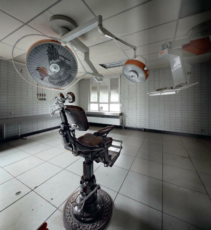 Photographs of abandoned places by Henk van Rensbergen, abandoned dental office